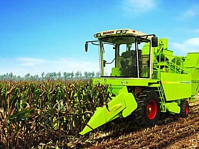 博马4YC自走式玉米联合收获机