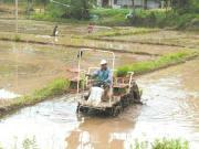 贫困户当上农机手 一天能挣150元