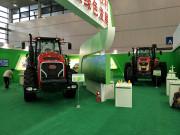 """东方红LW4004无级变速重型拖拉机又""""出征"""" 闪亮科博会"""