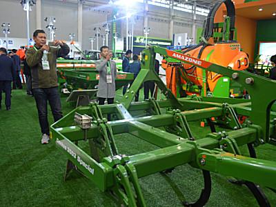 国内农民的福利 阿玛松新品亮相武汉农机展