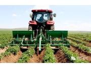 抗旱、保墒、保温、增产的马铃薯中耕起垄施肥机