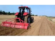 东方红LG1504拖拉机带你感受原配旋耕机的魅力