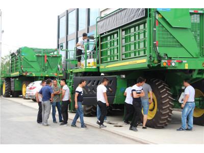 产品服务赢人心30台迪尔摘棉机交付新疆