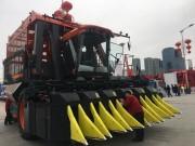 首次亮相行业展  引人瞩目高性能——铁建重工智能六行采棉机闪耀2019新疆农机展