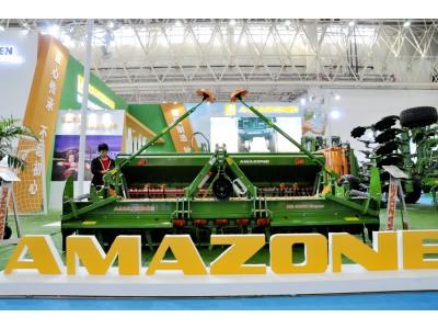微信群玩彩票快三_2017武汉国际农机展阿玛松风采