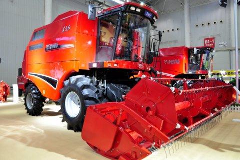 2017武汉国际农机展一拖大型联合收获机风采
