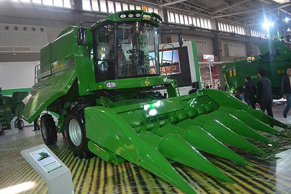 迪马DM800型玉米收割机