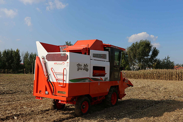 仁达4YZX-2C自走式玉米收割机