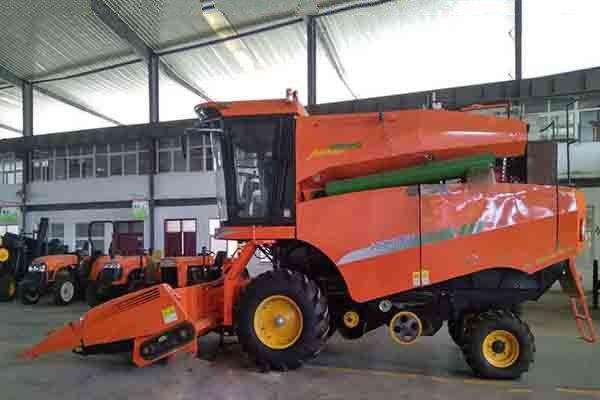哈肯4YL-5自走式纵轴流玉米籽粒收割机