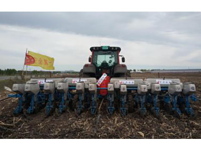 贝克锐斯2BFQ-12型免耕精密播种机