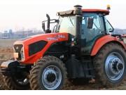 东方红LF1504动力换挡拖拉机作业视频