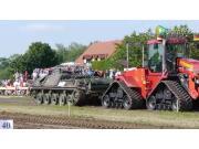 当坦克遇到凯斯履带拖拉机,结果出乎你意料