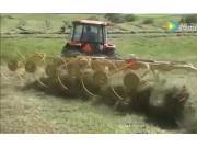 威猛CR1022搂草机作业视频