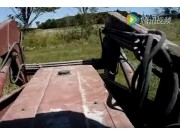 麦考密克用搂草机搂麦草