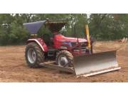 马恒达NOVO系列拖拉机配套前置推土铲-作业视频