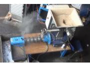 Farmet公司鱼饲料压制机作业视频