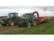 迪尔6830拖拉机配套格立莫GT170收获胡萝卜视频