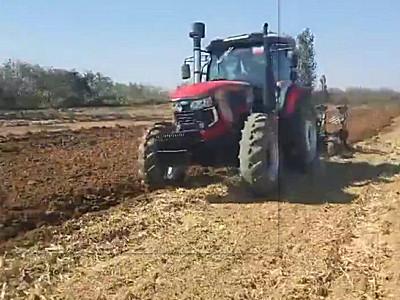 亿嘉迪敖YJ-2004拖拉机作业视频二