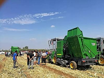 助力鄉村振興在路上-山東金大豐玉米收獲機演示會在榆次東陽鎮魏岳村舉行!