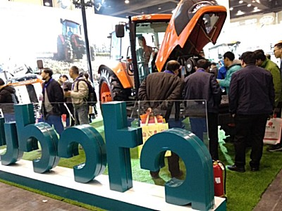 久保田大马力拖拉机MX1304首次亮相2019全国农业机械及零部件展览会