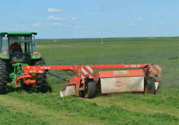 牧草收割季,来看看这个用户如何做到一年收割20000多亩