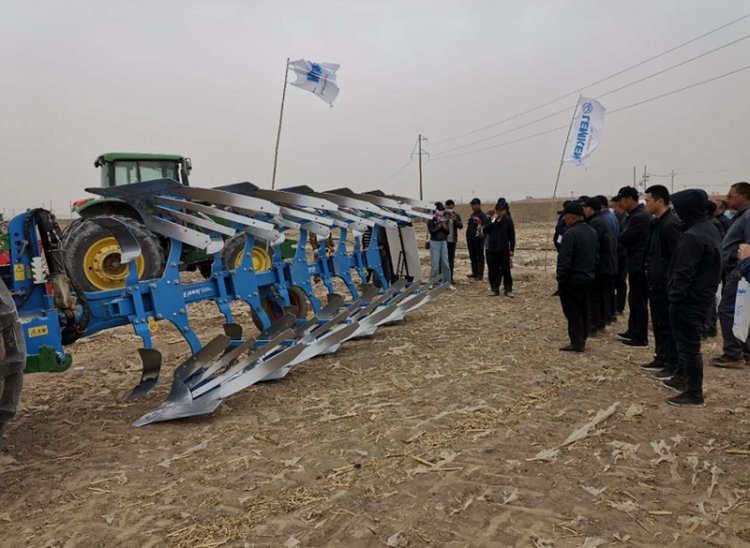 热烈祝贺甘肃武威凉州区露地蔬菜生产全程ybke化播种、整地机具现场演示会圆满成功!