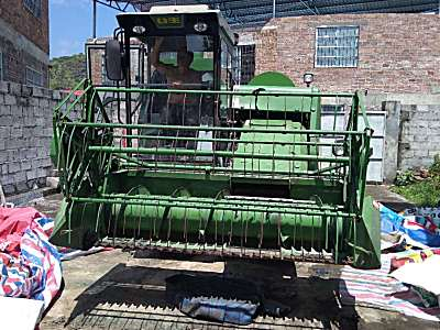 中联谷王履带式小麦收割机