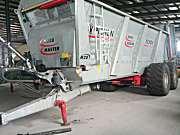 法国pichon M20固体有机肥撒播车