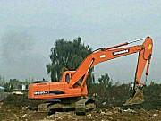斗山220挖掘机