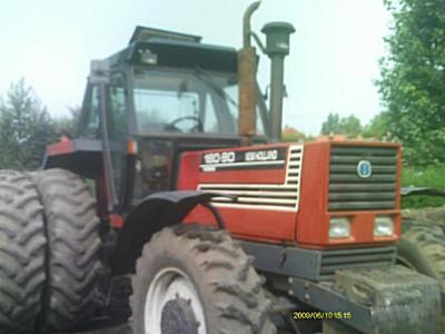 <em>纽荷兰</em>180-90拖拉机