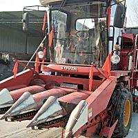 雷沃谷神4YZ-4B5自走式玉米收割机