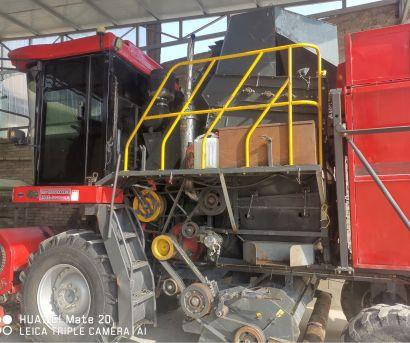 中农博远4YZ-4F自走式玉米收获机