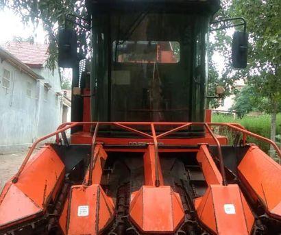 哈肯4YZB-4自走式玉米收获机