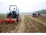农机深耕和免耕播种技术获农民称赞