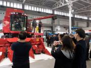 凯斯4088轴流滚筒联合收割机荣获2015中国农机行业年度产品创新奖