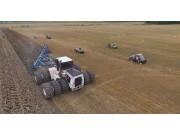 农场见到的这台巨大拖拉机的威力 耕地分分钟