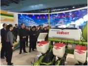 农业部余欣荣副部长莅临参观德邦大为电驱气吸精量播种机