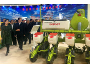 農業部韓長賦部長蒞臨參觀德邦大為電驅氣吸精量播種機