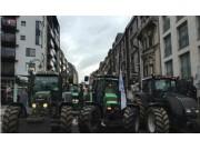 拖拉机大军围攻欧盟总部 欧洲农民怒的啥?