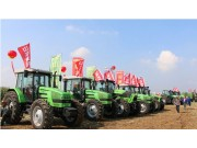 山东常林现代农业装备全国三秋农机化生产现场会上展英姿