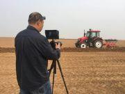 中国一拖发布中国首台无人驾驶拖拉机