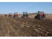 农业部:推进农机深松整地作业 努力提高农业综合生产能力