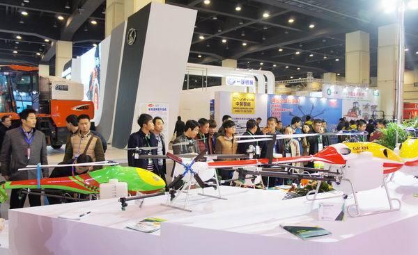 全国农机展览会在郑州举办 植保无人机受关注