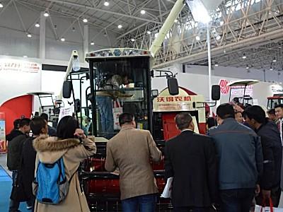 致力于现代农业全程机械化 沃得农机闪耀2017中国国际农机展
