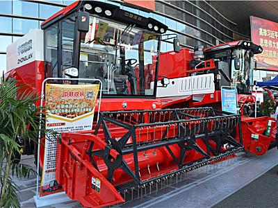 郑州中联花生收获机亮相武汉农机展,终于见到真面目了!