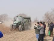 新疆農機升級破解殘留農膜回收難題