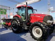 凯斯收割机、大马力拖拉机亮相2018年黑龙江农机展