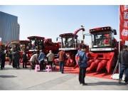 勇猛玉米收割机连续亮相6地农机展,两个字来形容—爆红!