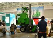 一捆秸秆饲料征服用户,吉林天朗秸秆饲料打捆机亮相新疆农机市场