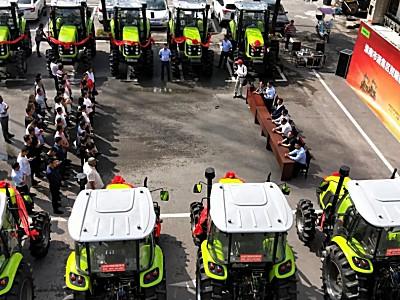中聯拖拉機批量交付,為鄉村集體經濟發展注入新動力